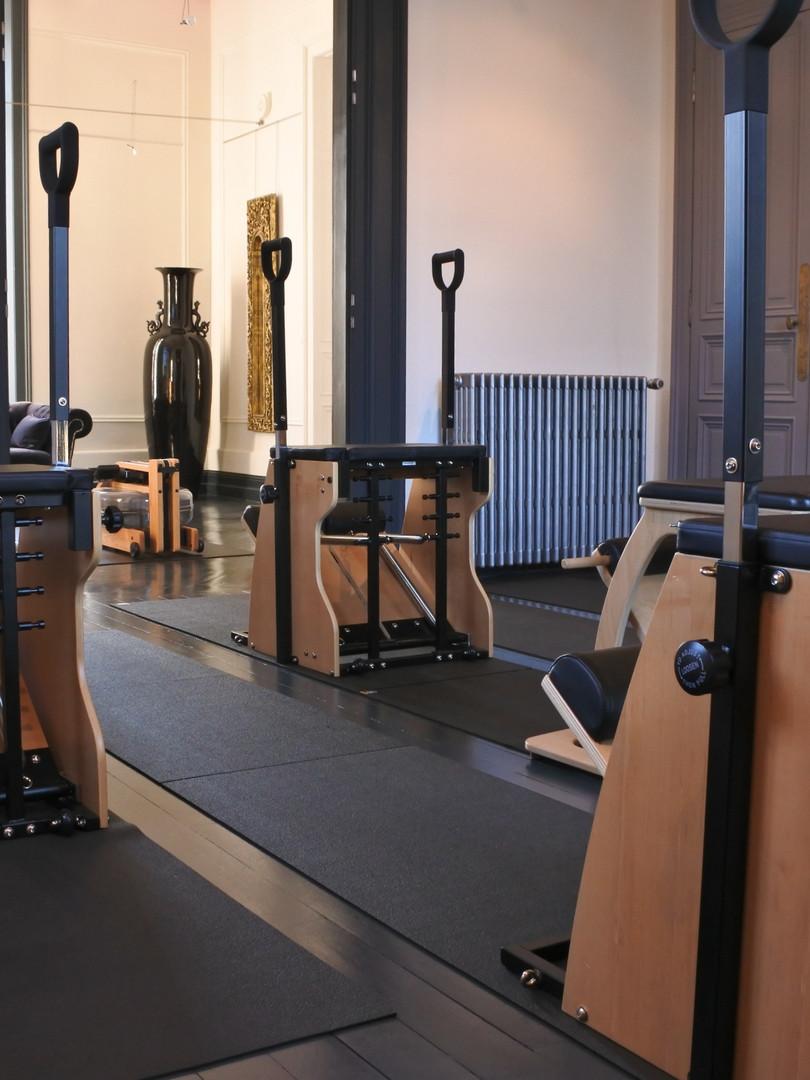 Atelier Pilates salle chair.jpg