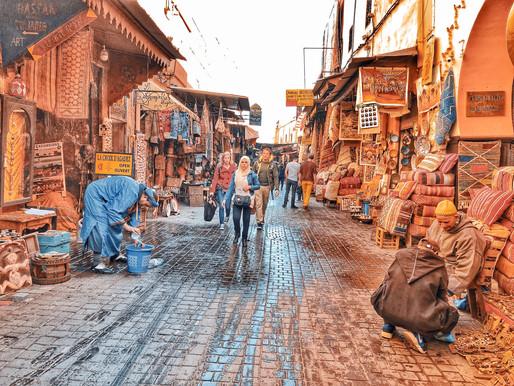 Quando la cultura si scontra con il turismo di massa: le Medina di Marrakech e come uscirne (vivi).