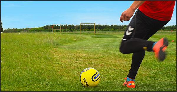 Fodboldgolf donerer penge til børnecancerfonden