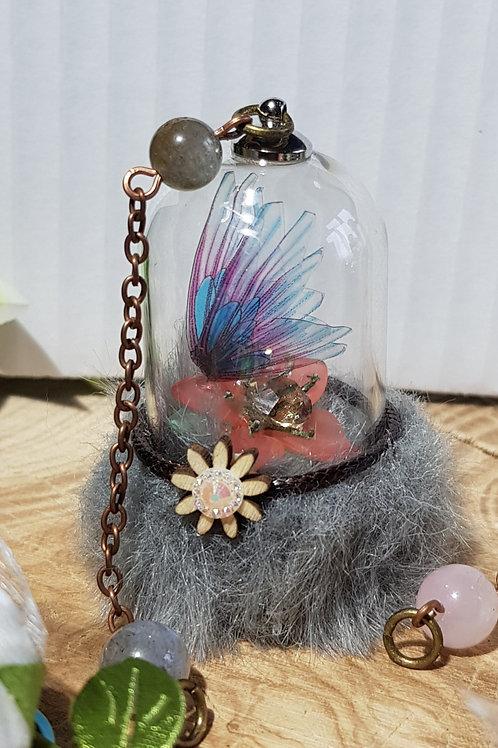 Míriel : Une fée poétique. De ces ailes d'une douceur incroyable de couleurs rose et bleue elle apportera la douceur et l'amo