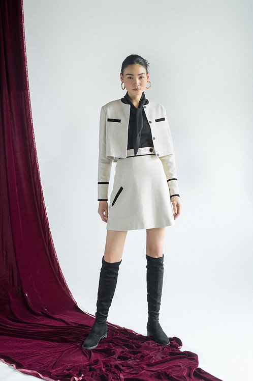 FW19: TOPout(A12): 1.450.000 VND TOPin(A11): 1.150.000 VND SKIRT(V8): 1.450.000