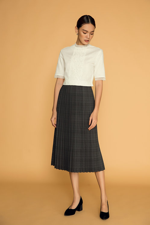PF18: TOP(A12): 1.550.000 VND SKIRT(V5): 1.450.000 VND