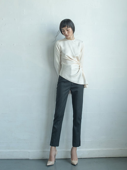 PS19: TOP(A5): 1.950.000 VND PANTS(Q1) 1.250.000 VND