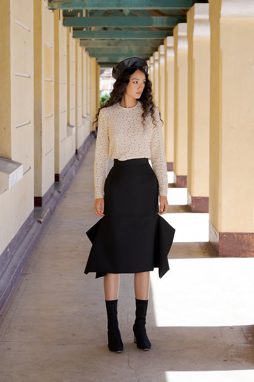 FW18: TOP(A8): 1.950.000 VND SKIRT(V3): 1.350.000 VND