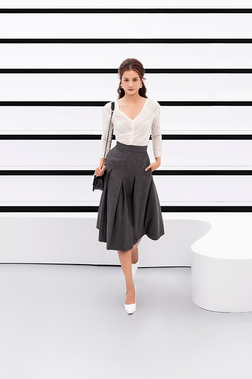PF20: TOP(A8): 1.450.000 VND SKIRT(V3): 1.650.000 VND
