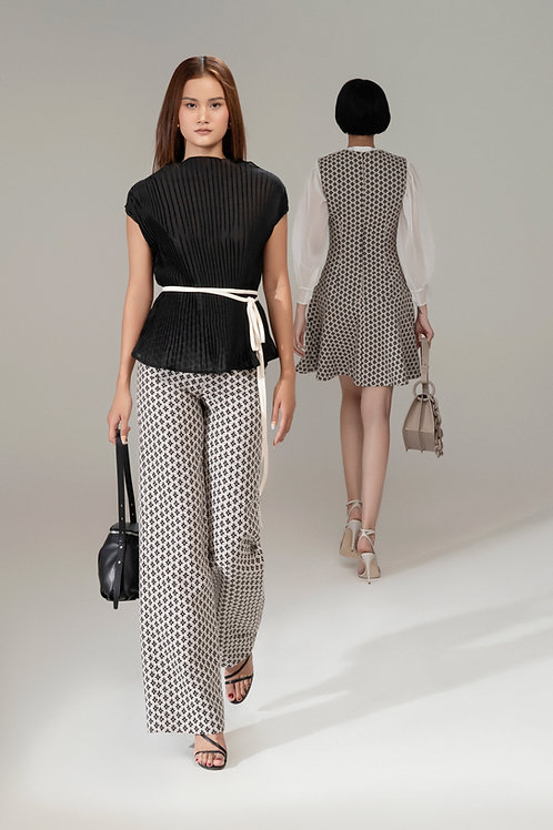 RS21: TOP(A18): 1.650.000 VND PANTS(Q05): 1.450.000 VND