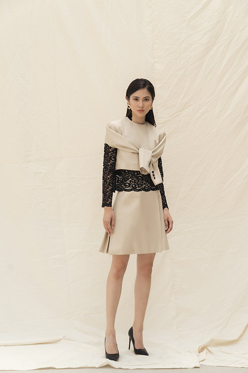 SS19: TOP(A3out): 1.350.000 VND TOP(A08in): 1.950.000 VND SKIRT(V3):1.350.000 VN