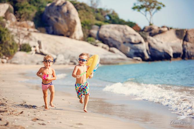 Hua Hin family photoshoot at Sai Noi beach