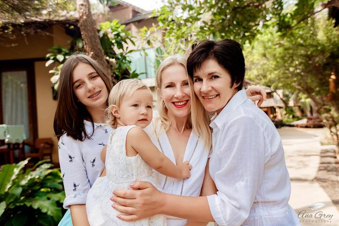 Hua Hin family photo shoot at Baan Talay Dao