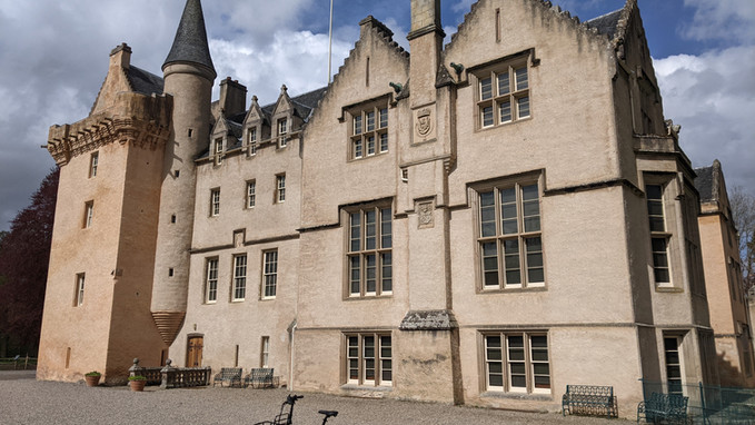 e-bike on tour at Brodie castle