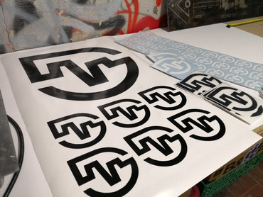 Sticker vinyl découpe de forme