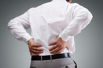 Ból krzyża. Najczęściej problemy zaczynają się od miejscowego bólu kręgosłupa.