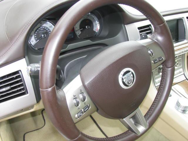 2009-jaguar-xf-supercharged-019.jpg