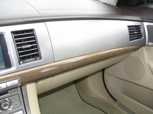 2009-jaguar-xf-supercharged-021.jpg