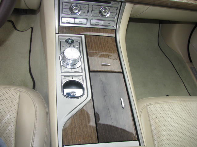 2009-jaguar-xf-supercharged-023.jpg
