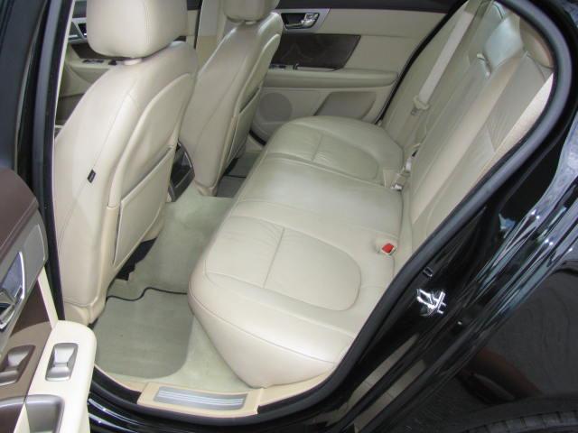 2009-jaguar-xf-supercharged-016.jpg