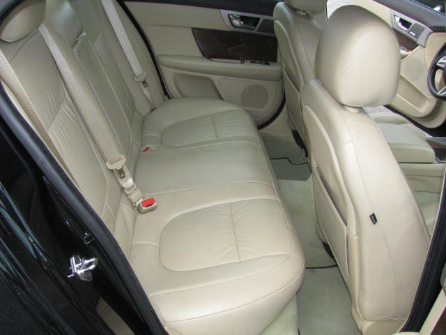 2009-jaguar-xf-supercharged-014.jpg