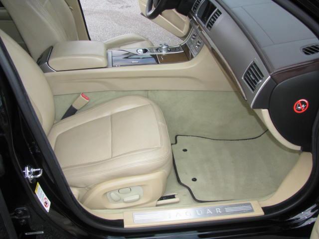 2009-jaguar-xf-supercharged-012.jpg