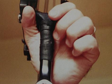 Клинт Фриман. Блочный лук: мой путь. Глава 15. Лучная кисть - как избежать вращения.