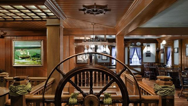 Magic Kingdom Dining - Columbia Harbour House (lunch)