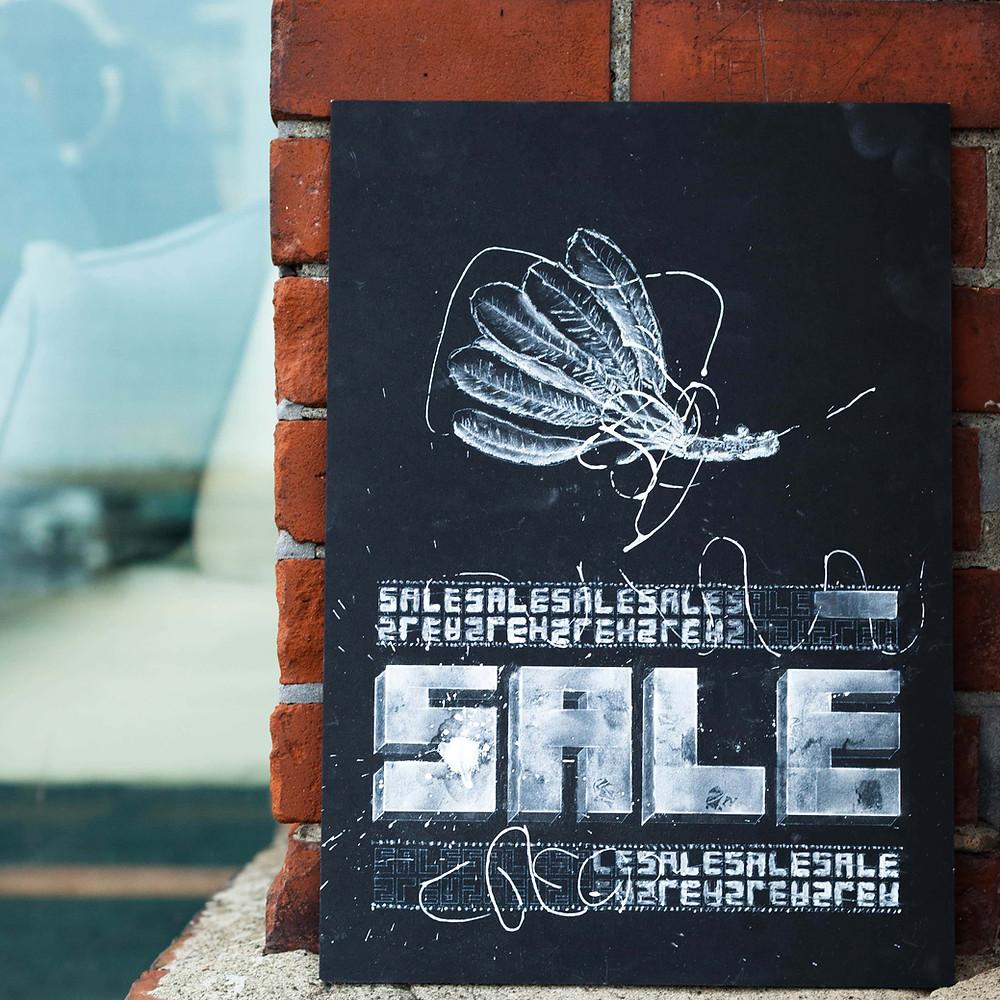 黒板アート風の店舗ディスプレイ