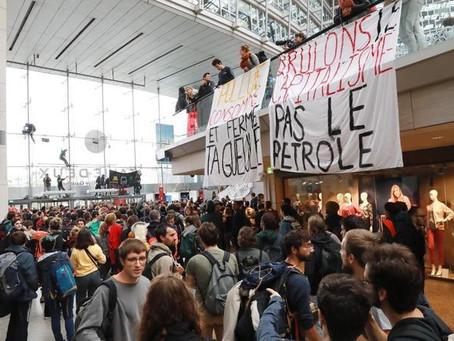 Διαμαρτυρία για το Κλίμα: Απέκλεισαν εμπορικό κέντρο στο Παρίσι