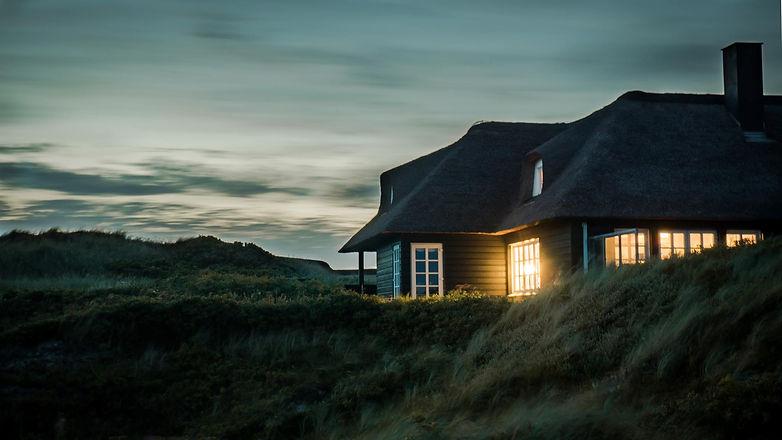 architecture-bungalow-chimney-731082.jpg