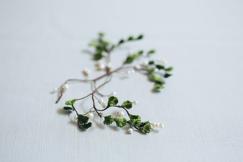 Freshwater Pearl and Vintage Velvet Leaf Hairvine