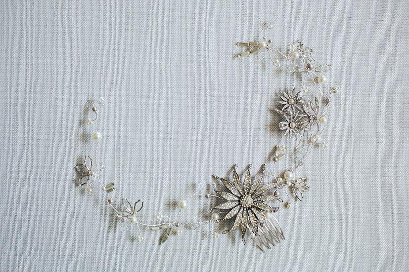 Sparkling Floral Motif Hairvine