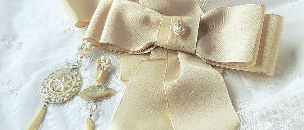 Cameo Vintage Cream Grosgrain Ribbon Bows