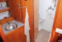 Bagno armatoriale con doccia separata