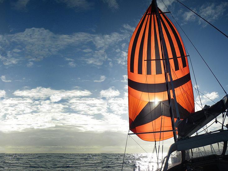 LUAR 040: in navigazione sotto spinnaker