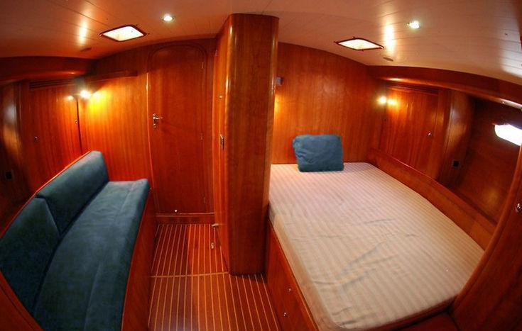 Cabina armatoriale con ampio divano