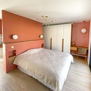 décoration chambre terracota, tête de lit sur mesure, appliques laiton