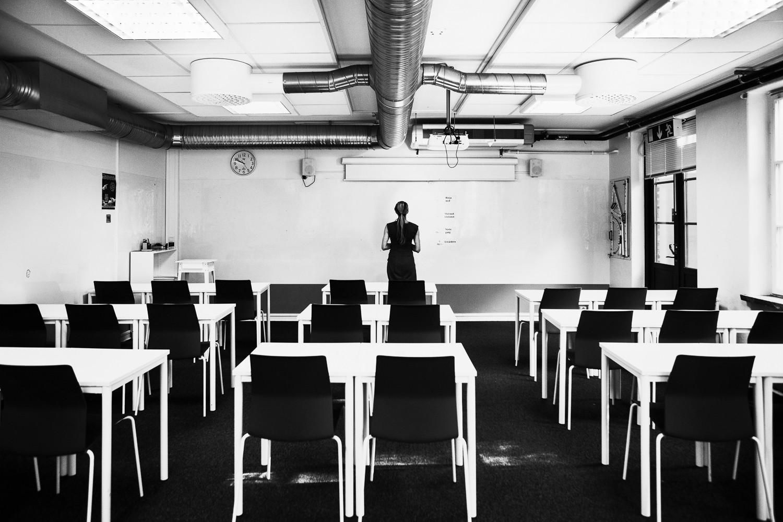 Gymnasieskola i Helsingborg 20-03-19. Weronica Gustafsson - advisor, näringslivssamordnare och legitimerad lärare vid vita tavlan