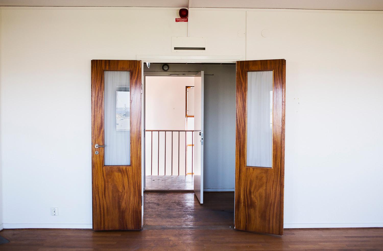 Dörren in till brandchefens lägenhet högst upp