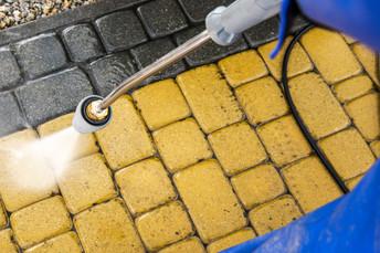 garden-brick-path-washing-9KC2UER.jpg