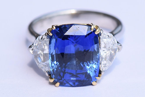 Round Stone Round 8.40 cts, Cushion Stone 10.01 cts, RingDiamonds + Sapphire