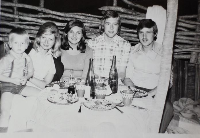 communist-gouremt-zlatni-pyasuci-70s.jpg