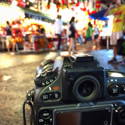 Night shooting at chinatown~ getting another time-lapse #feedingmosquito and forgot to change to man