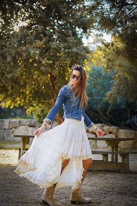Falda crema desigual