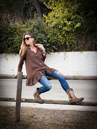 Blusa marrón volante
