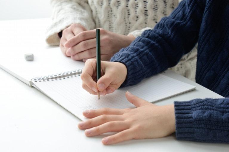 母親と宿題をする子供.jpg