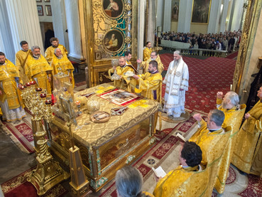 El Obispo Kirilo celebró la Liturgia en la Catedral de la Santísima Trinidad y San Alejandro Nevsky,