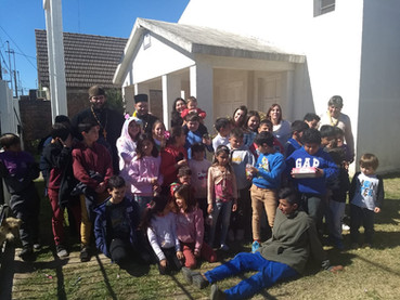 La Parroquia de San Miguel Arcángel en Venado Tuerto recibió a niños de barrio carenciado.