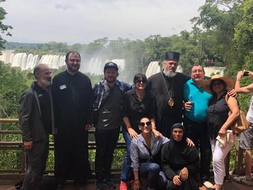 S. E. Obispo Kirilo en Teofanía bendijo las aguas en las Cataratas del Iguazú
