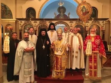 Oficio Pan-ortodoxo con lectura del Evangelio en varios idiomas en el día de Pascua