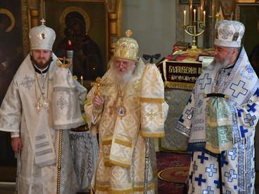 Slava de la Catedral Rusa de la Resurrección y ordenación al sacerdocio del hieromonje David