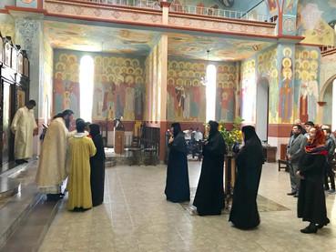 El Hieromonje Serafin arribó a Guatemala, fue recibido por la Madre Ines y celebró la Divina Liturgi