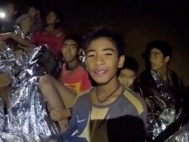 Con los niños atrapados en la cueva en Tailandia, Dios nos llama a rezar